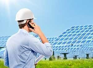 Arbeiter im Solarpark