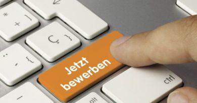 """Eine Tastatur zeigt anstelle der Shifttaste eine """"Jetzt bewerben"""" Taste in Orange"""