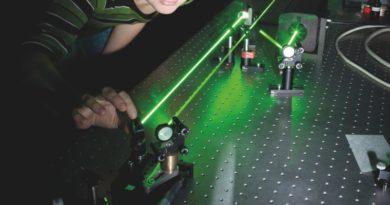 In einem Forschungslabor für Lasertechnik
