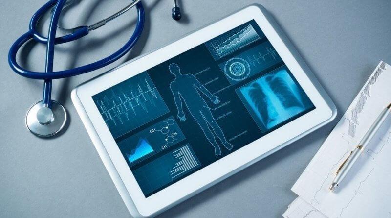 Tablet mit medizinischer Diagnostik auf dem Bildschirm