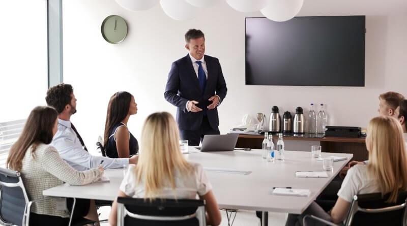 Bewerber bei einem Gespräch in einem Assessment-Center