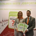 CEOs Tom Wiegand und Dr. Eva Birkmann mit Zertifikat